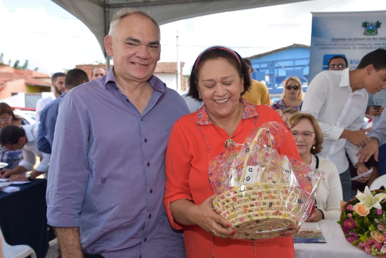 Prefeito Paulinho e governadora Fátima entregam títulos fundiários ...